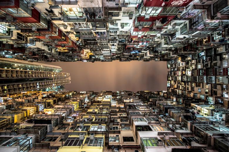 Urban Jungle - Hong Kong heeft een enorme hoeveelheid aan hoge flatgebouwen, de meeste al redelijk oud. Veel zijn sociale woningen, weinig spannend qu