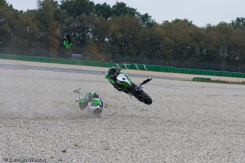 Rafaël Sinke, Dutch Supersport - Rafaël Sinke, uit de Dutch Supersport ging hard onder uit. De kawasaki was er minder aan toe dan Rafael zelf.