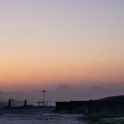 De zon  komt op aan de IJssel