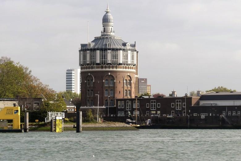 P1040567  Rotterdam Oude Watertoren  23 okt 2018   - Hallo Zoomers , GROOT kijken en even lezen . Na de Konings haven komen wij een stukje verder  op
