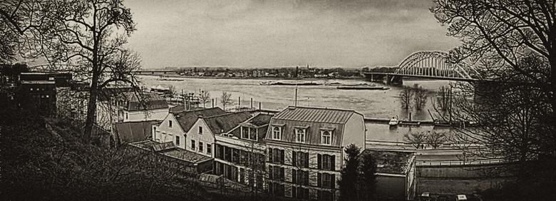 Panorama over de Waal - Panorama over de Waal, bij Nijmegen in de richting Lent & Oosterhout.