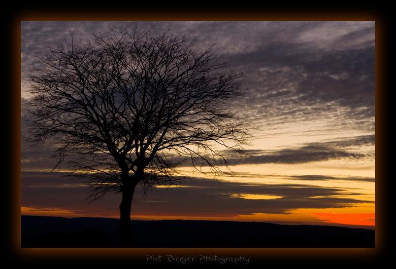 Silent Sunset - Deze foto is genomen voordat ik de foto Sunset Tree maakte.<br /> Ik vond toen nog niet de foto die ik eigenlijk wilde hebben, maar n