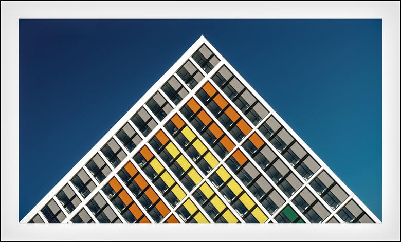 """Groningen: 'Piramide in kleur' - Had al een schuine in voorraad <img  src=""""/images/smileys/smile.png""""/>"""