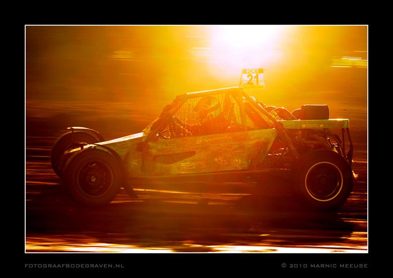 Tegenlicht - VEKA NK autocross Pieterzijl 2010<br /> Tegenlicht...<br /> <br /> De foto was overbelicht, heb alleen de curve naar beneden gehaald o
