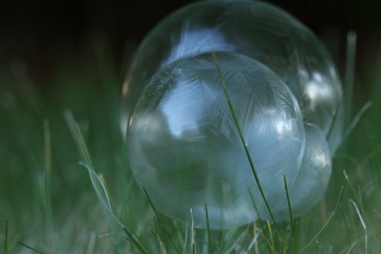 Zeepbellen die langzaam bevriezen - Eerste poging met het laten bevriezen van bellen op een koude morgen afgelopen week