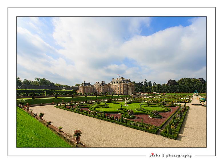 Paleis Het Loo 2 - Hierbij een blik op paleis het Loo vanuit de werkelijk schitterende tuin.<br /> <br /> Piebe