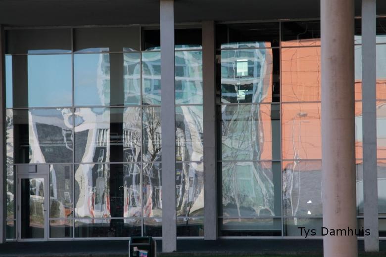 Straatbeeld  Zwolle Tys Damhuis  (10) - Ik waag <br /> Het is heel vaag, maar het roept bij een vraag.<br /> Het leven en fotografie is soms ook in