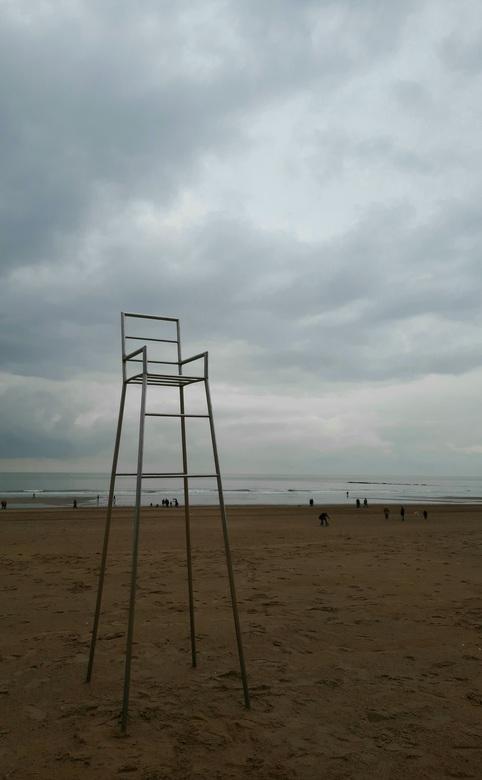 Winterst(r)and in Knokke - De stoel wacht geduldig tot het allemaal weer beter wordt...