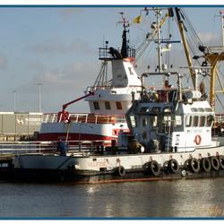 Bedrijvigheid in de haven van Delfzijl.