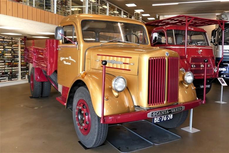 P1090032 Special Truck voor de op 15 sept 2019 overleden Jenny 42       - Hallo Zoomers . GROOT kijken en even lezen . Deze Scania Vabis compo maakte