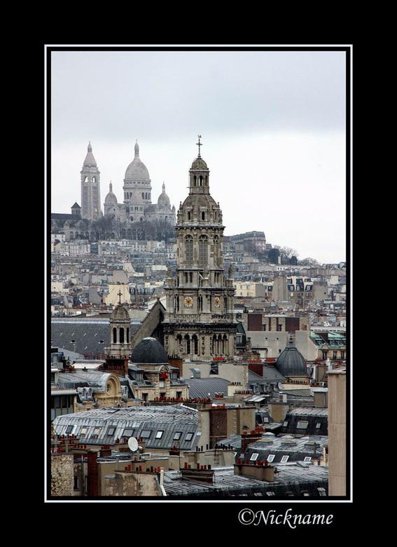 Sacre Coeur - Hier zie je in de verte de Sacre Coeur op z'n heuvel liggen. Ik vondt het heel grappig hoe je deze kerk ook kon zien vanuit deze ho