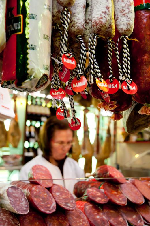 La Boqueria Market - Doorkijkje bij de slagerskraam op de 'markt' aan het Ramblas in Barcelona