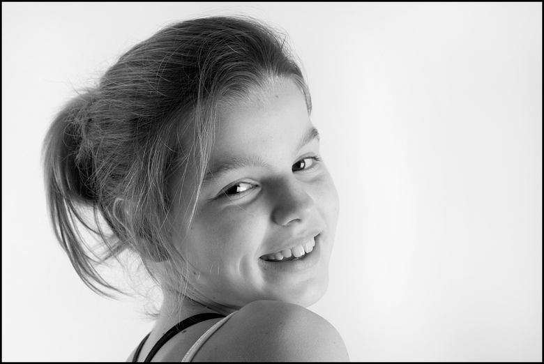 Floor - dit vrolijke meisje wordt bijna 11 en wilde heel graag een foto van zichzelf voor haar verjaardag, is dat niet superleuk!?<br /> gr. Patty