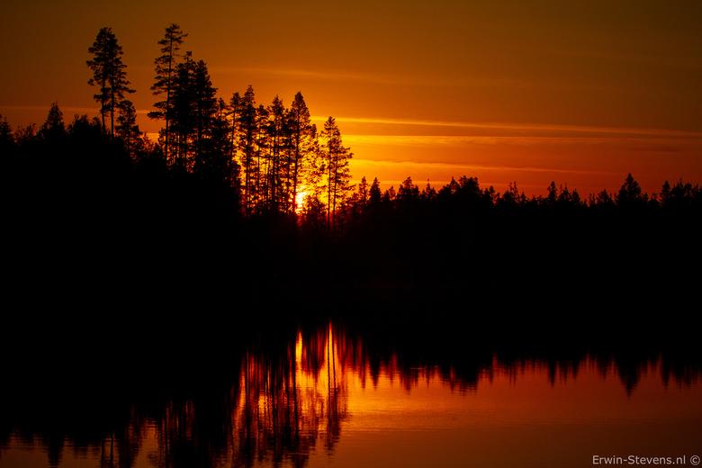Zweedse avond bij het kampvuur - Zo zagen we vorige week de zon ondergaan in Zweden bij een heerlijk kampvuur, was geweldig.