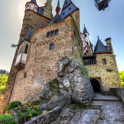 Burg eltz in de zon