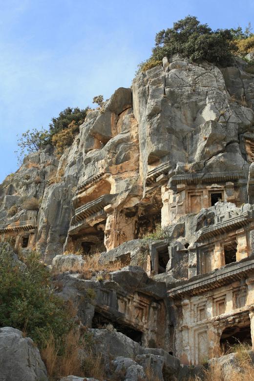 Koningsgraven ,Mira  - Turkije bezoeken zonder een bezoek aan vervlogen tijden is niet mogelijk ,hier de graven van Mira ,het blijft een indrukwekkend