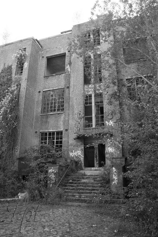 oud militair ziekenhuis - verlaten gebouw