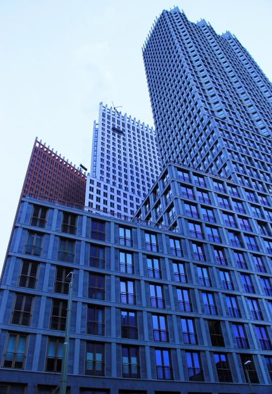 Tot Haagse hoogte - Deze foto is weliswaar gemaakt in Den-Haag, al had het net zo goed Manhattan kunnen zijn.