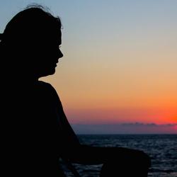 Silhouette op zee