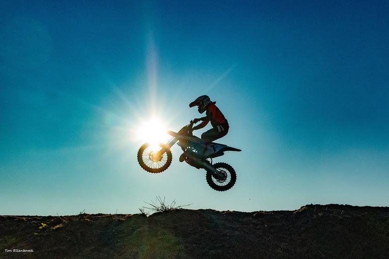 Motorcross - Voor de eerste keer motorcross gefotografeerd. Mooie dynamiek in deze sport.