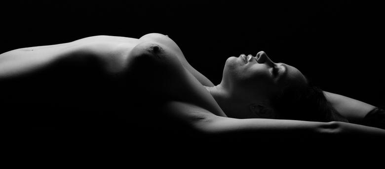 Body Shapes - Afgelopen zaterdag heb ik een workshop gevolgd voor Naakt,topless en Lingerie shooten. Dit is een van de resultaten waar ik dik tevreden