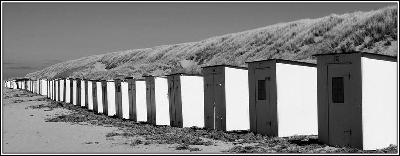 nog even geduld  - De huisje staan alweer klaar op het strand van Texel ..