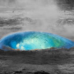 Geiser vlak voor het moment van uitbarsten in IJsland