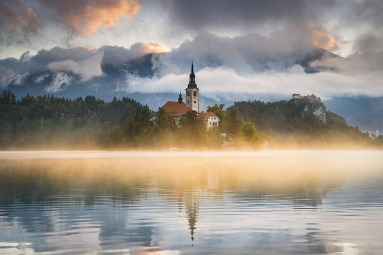 Zonsopkomt bij het meer van Bled -
