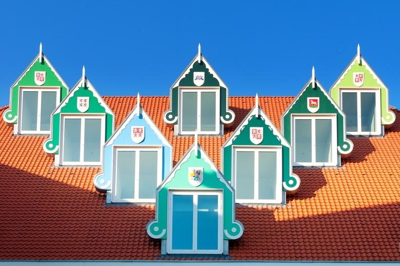 Dakkapellen Zaanse Stijl - Op het dak van het nieuwe stadhuis van Zaandam, staan o.a. deze dakkapellen, geheel in Zaanse stijl.