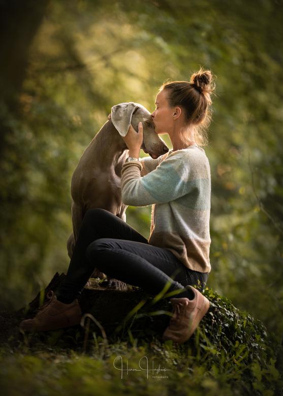 The Purest of Bonds - Een dierbaar moment tussen hond en baas.