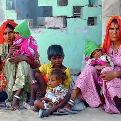 langs de weg twee families 01kl.jpg