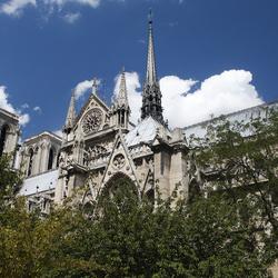 Notre Dame tussen groen en blauw