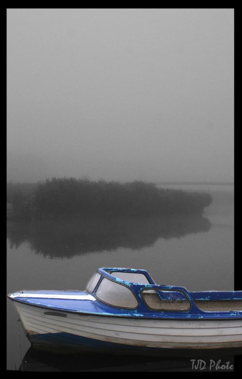 Mistig Almere gecorigeerde horizon [commentaar mag] - Hoi Allemaal,<br /> Vanmorgen toen ik de deur uit stapte zag ik de mistige wereld in Almere en