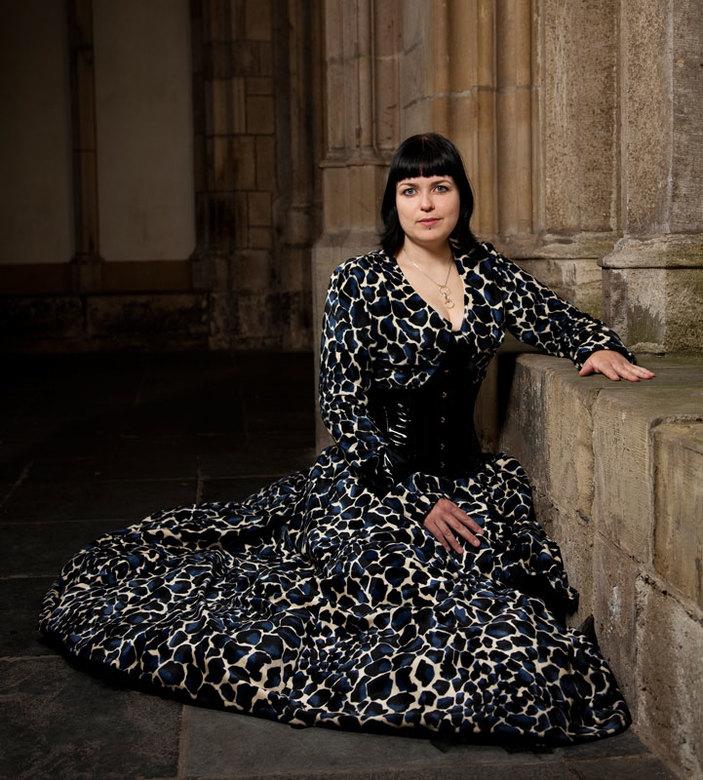 Manja  - Vandaag een fotoshoot gedaan met manja. De jurk is zelf gemaakt. Lokatie is de kloostertuin in Utrecht