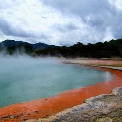 Op het Noorderdeiland van Nieuw Zeeland in het geothermaal gebied.