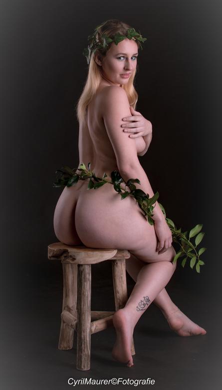 sitting beauty 4 -