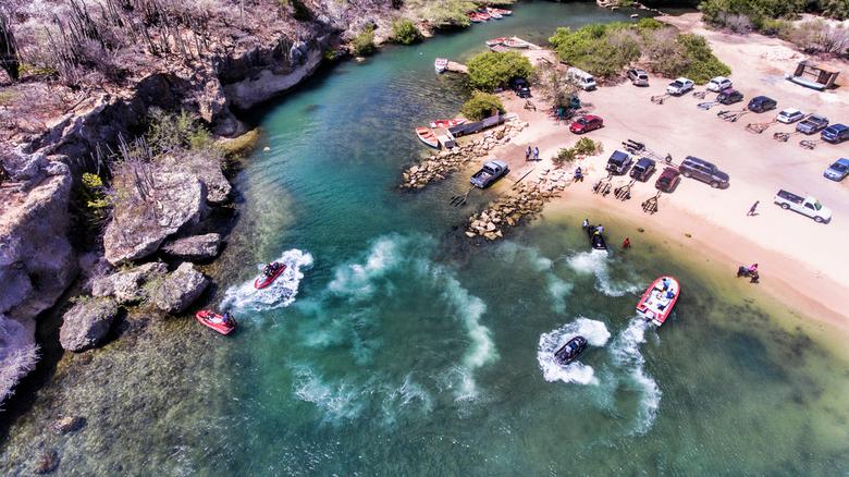Aerial Blue - Een normale zondag voor ons eilandbewoners.<br /> Varen, bbqen, relaxen. Curacao Santa Cruz