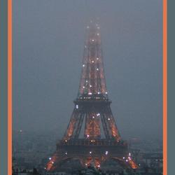 De Eiffeltoren als Kerstboom.
