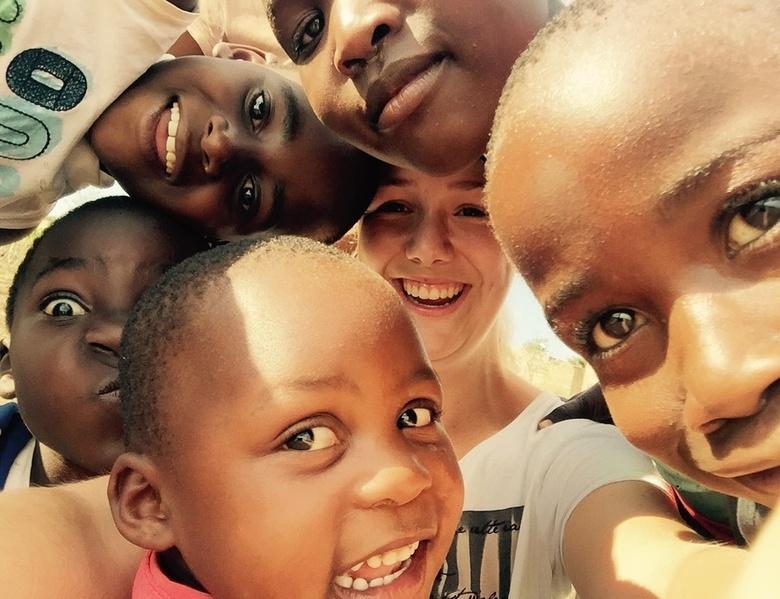 Everyone Smiles in the Same Language - Lachende kinderen tijdens mijn vrijwilligerswerk in Zuid-Afrika. Ondanks dat deze kinderen vele uitdagingen elk