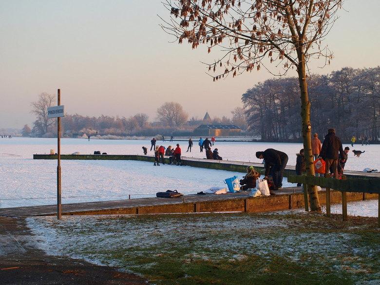 Binnenmaas - Binnen bedijkte Maas  is de naam van het water waar nu zo mooi schaatsen is. Het is echt genieten. De foto is gemaakt in de namiddag, van