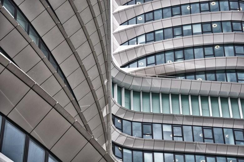 """Lijnenspel - Lijnenspel van het gebouw """"Het Cruiseschip"""" in Groningen"""