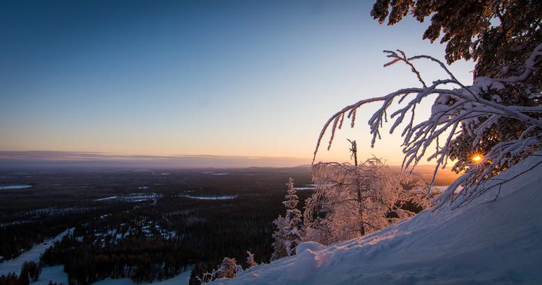 Lapland,Finland  - Stukje of piste moeten gaan om een mooi plekje te zoeken.<br /> Weet nou niet of ik het een zonsopgang of een zonsondergang mag no