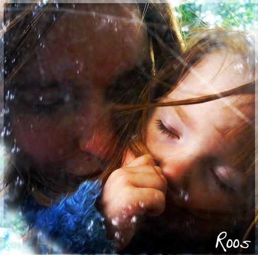 Moeder en kind - Dit was samen op de fiets. Onder de beukenbomen waar we zo vaaqk komen.