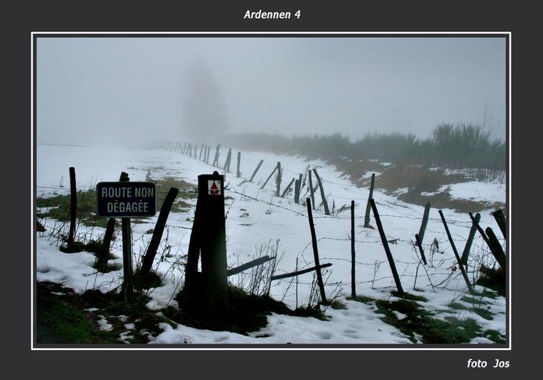 Ardennen in de mist - Afgelopen weekend in de Ardennen geweest. Zware mist en soms regen op zaterdag en zondagmorgen. Op de hoge delen lag volop sneeu