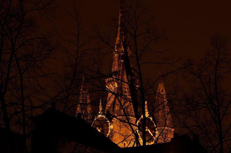 20.20 uur - Een avond in Delft. Vanaf de Nieuwe kerk lopend naar de Oude Kerk of Oude Jan.