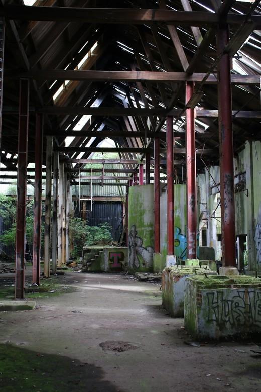 Oude Fabriek - Toen de fabriek nog in gebruik was vond waarschijnlijk niemand het een mooie plek maar nu het verlaten is vind iedereen het ineens een