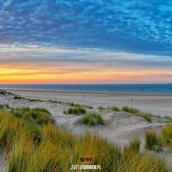 Waddenzee tijdens zonsondergang op Texel.