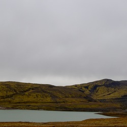 Berg aan meer