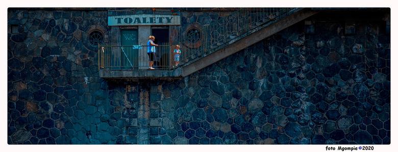 """Toalety - Stukje straatfotografie<br /> <br /> bedankt voor de reacties op <a href=""""https://zoom.nl/foto/overig/before-led.3174615.html?object=user&"""
