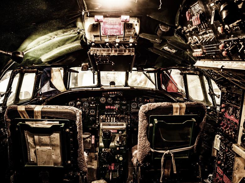 Lockheed Constellation - De cockpit van deze Lockheed Constellation of Çonnie' zoals wel liefkozend genoemd, is nabewerkt in Lightroom in combina